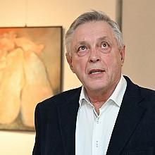 Oldřich Harok na vernisáži výstavy Třikrát jinak
